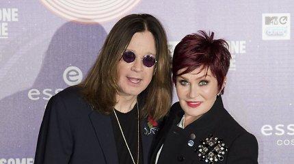 Dėl išdavystės su jaunesne plaukų stiliste Ozzy Osbourne'ą žmona Sharon išspyrė iš namų