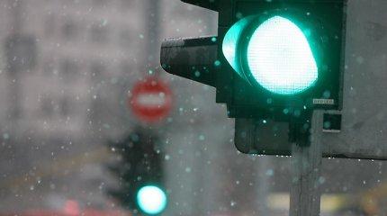 Eismo sąlygas sunkina šlapdriba, lietus ir dulksna