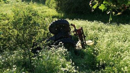 Šakių rajono laukuose apvirtusio traktoristo girtumas – beveik 3 promilės