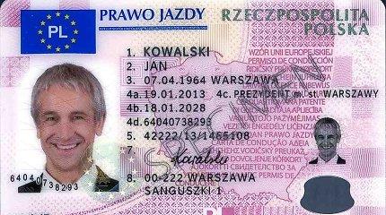 """Azerbaidžaniečio dokumentas – švarus, bet įtartinas: """"Lapai patys išplyšo, išskalbus pasą su drabužiais"""""""