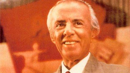 Albanijos stalinas: diktatorius E.Hoxha tupėjo ant raudono unitazo ir visą šalį vertė statyti bunkerius