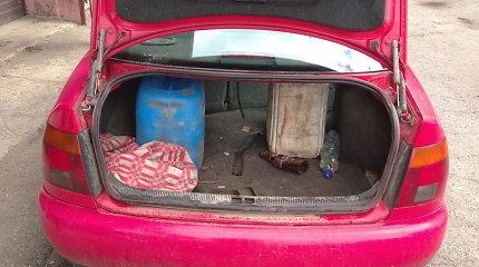 Šilalės rajone dėl KET pažeidimo sustabdyto automobilio bagažinėje – svaiginantis krovinys