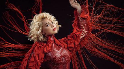 """Latvijos atstovė """"Eurovizijoje"""" Samanta Tina pristato naują dainą apie moterų galią"""