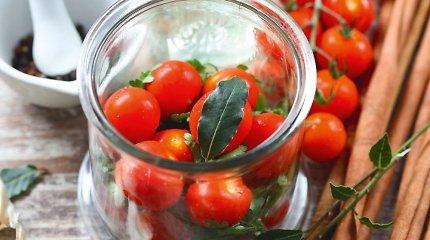 Užkonservuokime gabaliuką vasaros: 20 receptų su pomidorais – nuo marinuotų iki pikantiško džemo