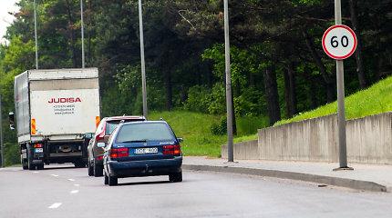 Karšta vasara tapo iššūkiu vairuotojams: saulėje įkaitęs asfaltas toks pat slidus, kaip ir apledėjęs
