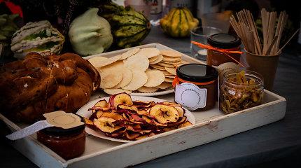 Kauniečiai iš peraugusių agurkų pagamino džemą, išvirė istorinę uogienę ir pakvietė prisijungti Afrikos studentus