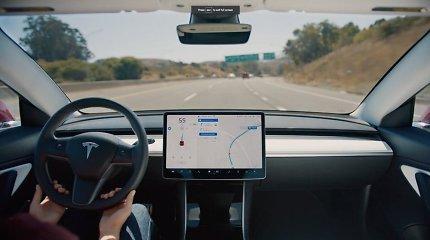 """Kodėl lengva apgauti """"Tesla"""" autopilotą: jis veikia ir kai vairuotojo vietoje nieko nėra"""