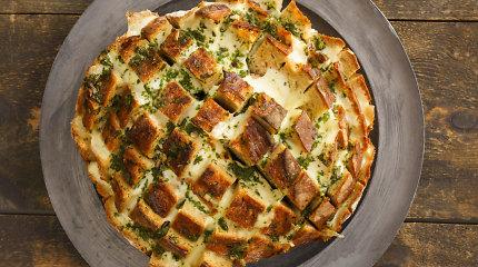 Vaišių stalui – sūrio skanėstai: kepame ant grilio, skanaujame lazdelių ir rutuliukų