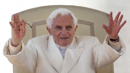 Ekspopiežius Benediktas XVI pasisakė prieš kunigystės atvėrimą vedusiems vyrams