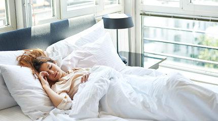 Kodėl svarbus miego režimas ir kas padeda geriau išsimiegoti?