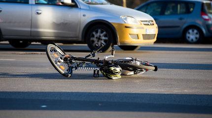 """Visureigis """"Mercedes"""" Kaune susidūrė su dviratininku"""