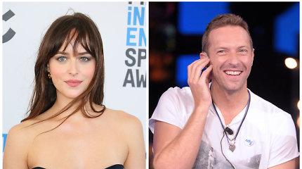 """Skiriasi """"Coldplay"""" lyderis Chrisas Martinas ir aktorė Dakota Johnson: draugystė truko 2 metus"""