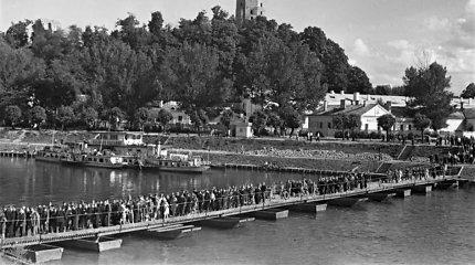 Vilniaus pontoninio tilto tragedija: kaip prieš 44 metus šimtai žmonių skendo Neryje