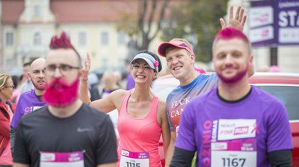 Tūkstantinė bėgikų minia Kaune nusilenkė moterims už kovą su krūties vėžiu