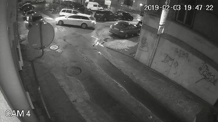 """Vilnietis ėmėsi avarijos video tyrimo: """"Audi"""" manevravo nevykusiai, vairuotojas akivaizdžiai spruko"""