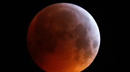 Nufilmuota, kaip Mėnulio užtemimo metu į jį trenkėsi meteoritas