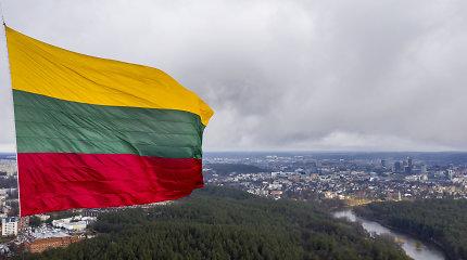 Artėjant Lietuvos valstybės atkūrimo dienai į Vilniaus televizijos bokštą iškelta Trispalvė