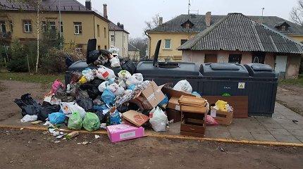 Atliekų sistemos pertvarkos Vilniuje grimasos: konteineriai nauji, o šiukšlių krūvos senos