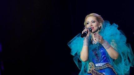 Enya dainų koncerte pasirodysiančioms atlikėjoms – specialiai sukurtos lietuvių dizainerės suknelės