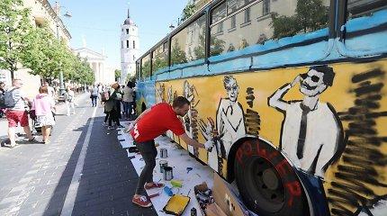 Dainomis ir piešiniais Vilnius atsisveikina su senaisiais autobusais
