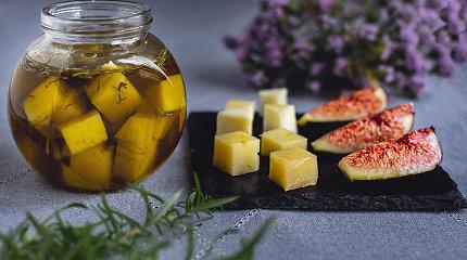 Andalūzijos virtuvė: kaip marinuoti sūrį alyvuogių aliejuje?