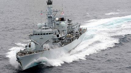 Jungtinė Karalystė siunčia į Persijos įlanką du karinius laivus, kurie lydės tanklaivius