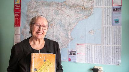 Janina ispanų kalbos mokėsi Kuboje, 73-ejų įstojo į Vilniaus universitetą: dabar per jos ispanų pamokas mokiniai dainuoja