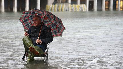 Užlietoje Venecijoje ruošiamasi naujiems potvyniams, smarkiam vėjui