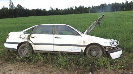 Plungės rajone lengvasis automobilis VW nepraleido sunkvežimio: žuvo keleivė