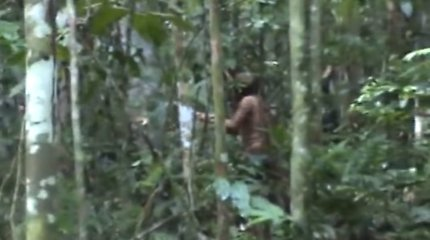Vienišiausias žmogus Žemėje: Amazonės džiunglėse nufilmuotas 22-ejus metus čia gyvenantis vyras