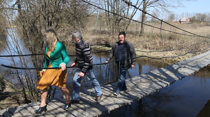 Piniava – kur tiltais per Lėvenį jungiasi gyvenimai, miškas ir Baltijos kelias