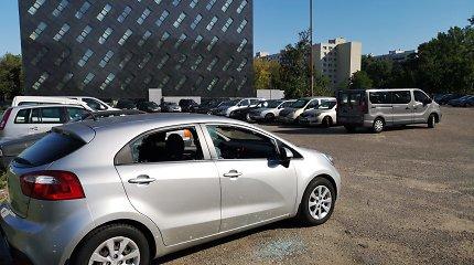 Nesaugu net teisėsaugos pašonėje: apvogtas Vilniaus prokuratūros aikštelėje paliktas automobilis