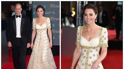 Tarp garbingų apdovanojimų svečių – ir karališkoji pora: hercogienė Catherine pasipuošė sena suknele