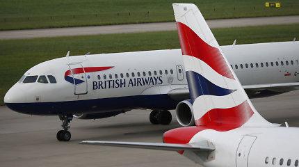 """Tęsiantis pilotų streikui, """"British Airways"""" vėl atšaukė beveik visus savo skrydžius"""