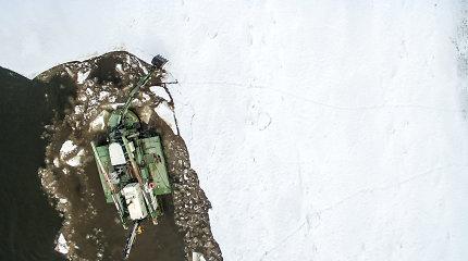 Specialus laivas Neryje laužo ledus