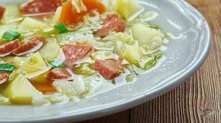 Ūkiška, soti ir skani daržovių sriuba su dešrelėmis
