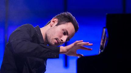 """Guinesso rekordininkas Peteris Bence'as Vilniuje fortepijonu užbūrė """"Queen"""" ir M.Jacksono gerbėjus"""