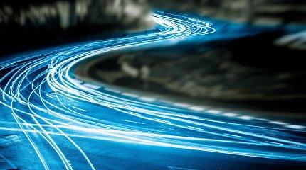 Lyg griausmas iš giedro dangaus: fizikai suabejojo šviesos greičio pastovumu
