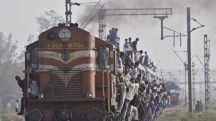 Indijoje žuvo po traukiniu puolę keturistudentai