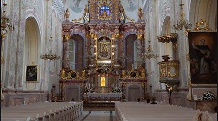 Kunigo planai pakeisti altorių patiko ne visiems: ar ne per brangu?