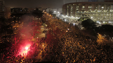 """Neramumų neišvengta: prieš """"El Clasico"""" protestuotojai blokuoja eismą"""