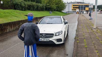 """""""Mercedes"""" eksperimentas su """"pėsčiaisiais"""": kaip veikia naujausios saugumo sistemos?"""