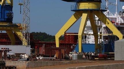 Po tragiško incidento Klaipėdos uoste į vandenį išsiliejo teršalai