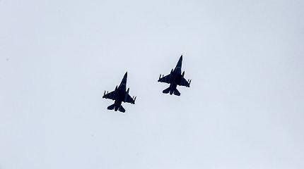 NATO naikintuvai tris kartus kilo palydėti Rusijos karinių orlaivių
