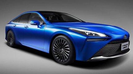"""""""Toyota"""" parodė vandeniliu varomą antros kartos sedaną """"Mirai"""": tikrai užima kvapą"""