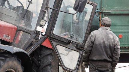 Trakų rajone traktoriaus vairuotojui po avarijos nustatytas 3 promilių girtumas