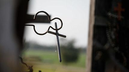 Vilniaus rajono kapinėse liepsnojo kryžius