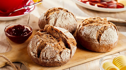 Tyrimas: duona, cukrus ir sviestas dar dominuoja, mąžta baltos duonos, kečupo ir dešrelių vartojimas