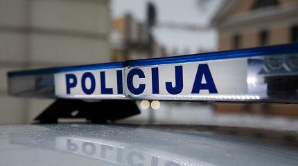 """Po imituotos avarijos greitkelyje prie Kauno – šūviai, smūgiai ir """"Jaguar"""" vairuotojo apiplėšimas"""