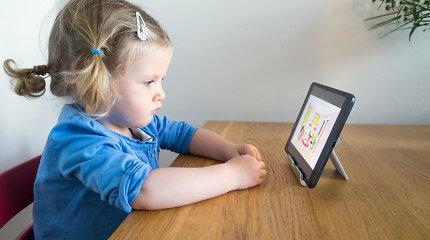 Tyrimas: ikimokyklinio amžiaus vaikai per daug laiko praleidžia prie ekranų
